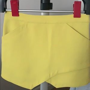 BCBG Maxazria yellow/green lime colour mini-skirt